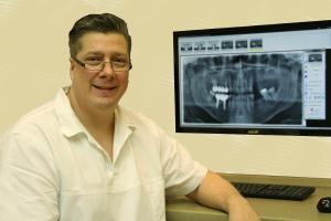 zahnarzt-dr-cziner-istvan-mit-panoramaroentgen-3